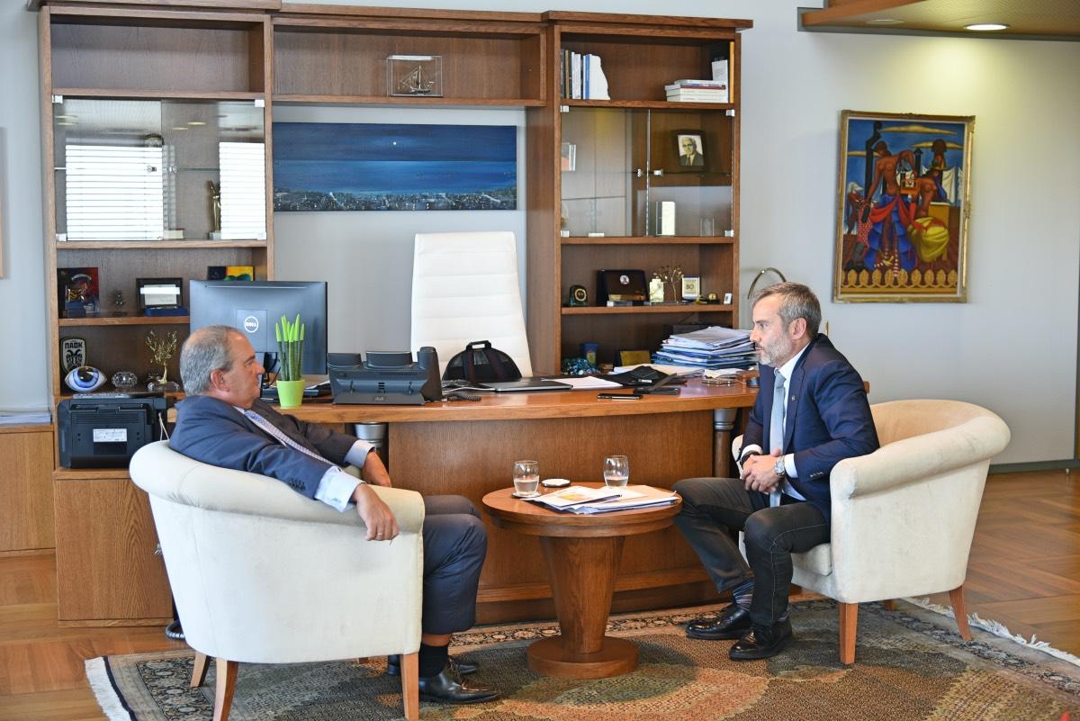 Συνάντηση του δημάρχου Θεσσαλονίκης με τον πρώην πρωθυπουργό Κώστα Καραμανλή