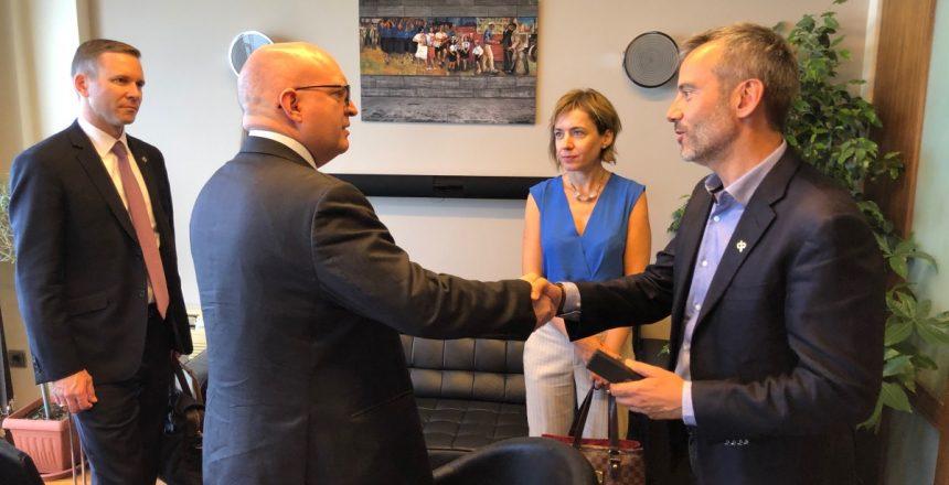 Συνάντηση του Κωνσταντίνου Ζέρβα, με τον υφυπουργό ευρωπαϊκών υποθέσεων των Η.Π.Α Philip Reeker και τον Αμερικανό Πρόξενο Gregory W. Pfleger